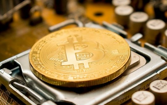 Why do people prefer to invest in bitcoin?
